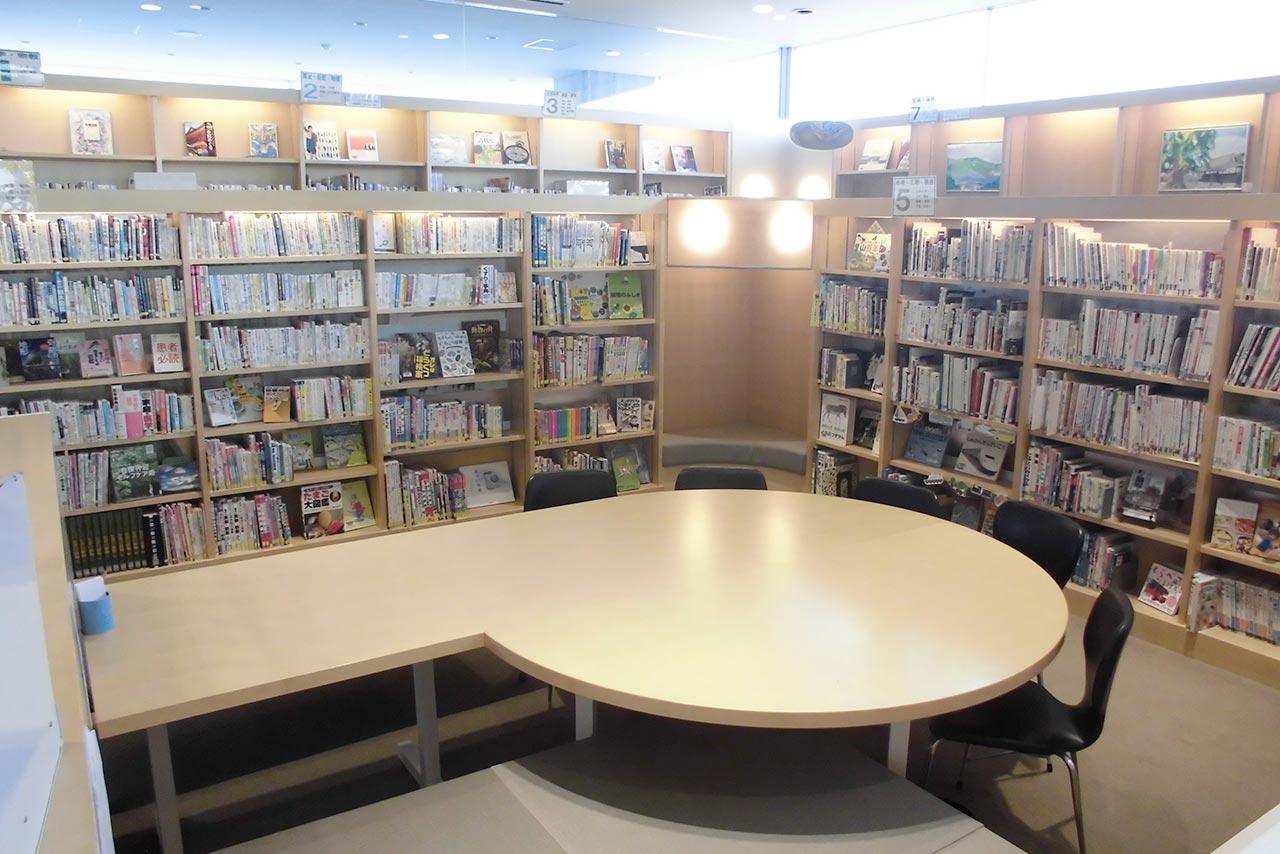 東広島市立安芸津図書館館内写真